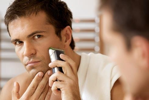 Причиной отсутствия бороды может являться даже неправильное бритье