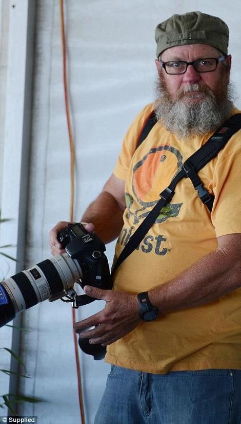 По словам фотографа, из-за его общего вида и бороды большинство людей считают, что он увлекается мотоциклами.