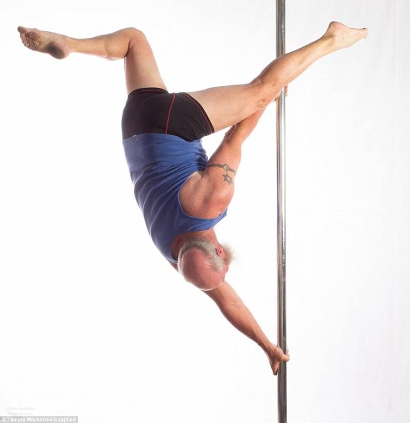 Аллан Рейникка, 55-летний мужчина, танцует на пилоне, tutastan.com