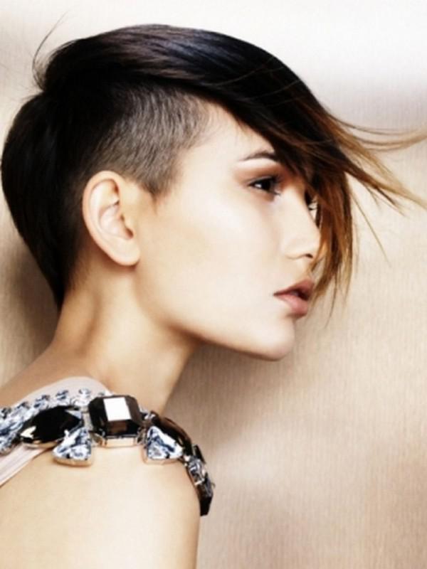 женские стрижки на короткие волосы с выбритым виском