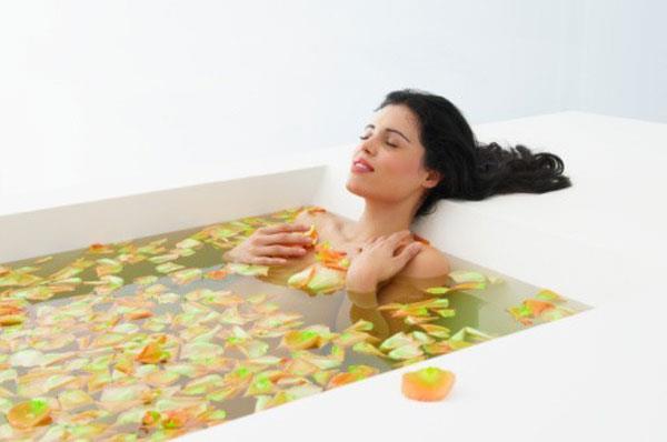 применение ванны с лекарственными травами