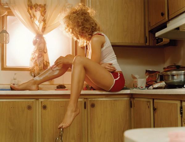 брить ноги нужно ночью