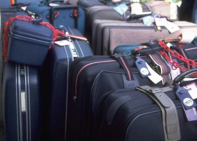 Багаж пассажира, который авиакомпания принимает к перевозке под свою ответственность за его сохранность, маркируется багажной биркой и перевозится в багажном отсеке самолета, называется регистрируемый багаж