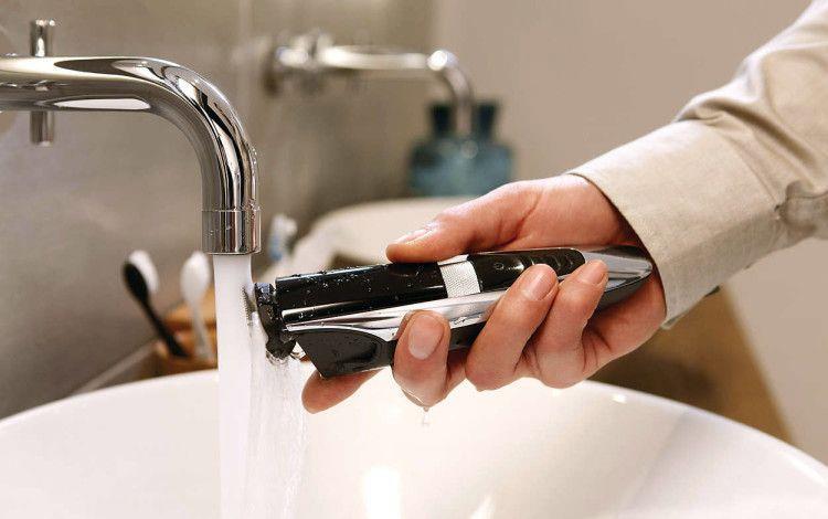 Водонепроницаемый триммер позволит вам не только держать его в чистоте, но и осуществлять груминг под струями утреннего душа