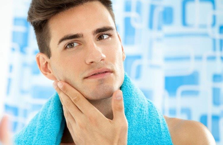 Тщательно промойте лицо после бритья