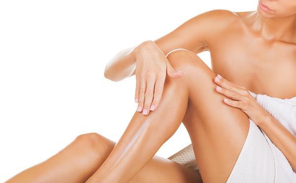 На кожу необходимо нанести увлажняющее средство
