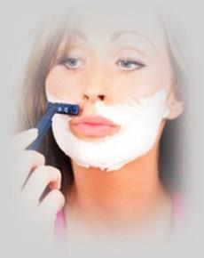 девушка бреет усы