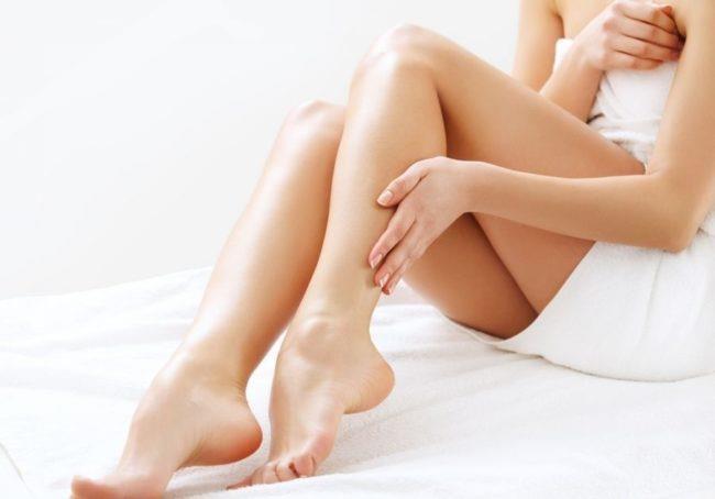 гладкие ноги у девушки