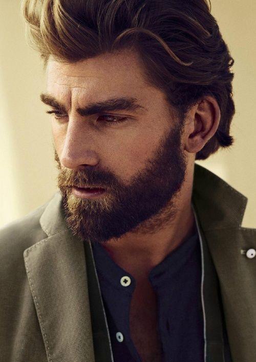Волосы, уложенные назад, и борода