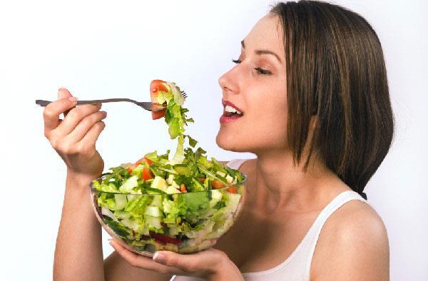 правильное питание поможет нормализовать работу сальных желез