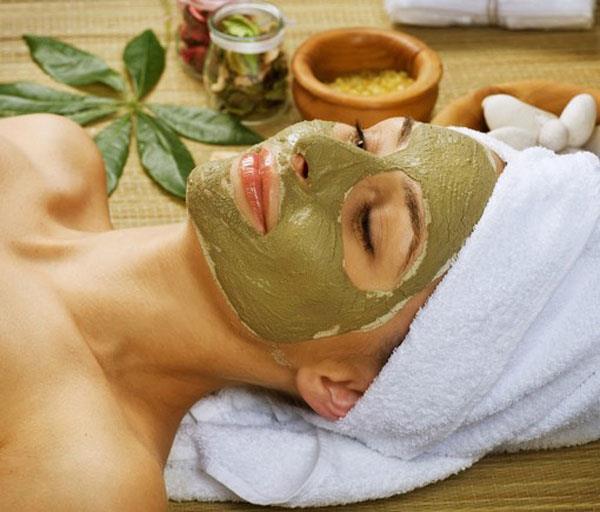 маска с глиной подсушит высыпания и сузит поры