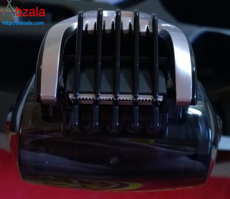 После установки насадки на триммер бритва превращается в машинку для стрижки