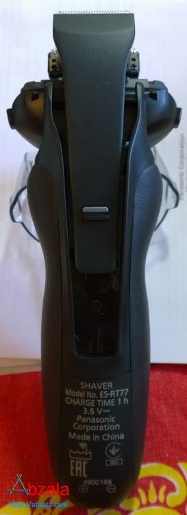 Бритва имеет встроенный триммер, для подравнивания бакенбардов и усов с бородою