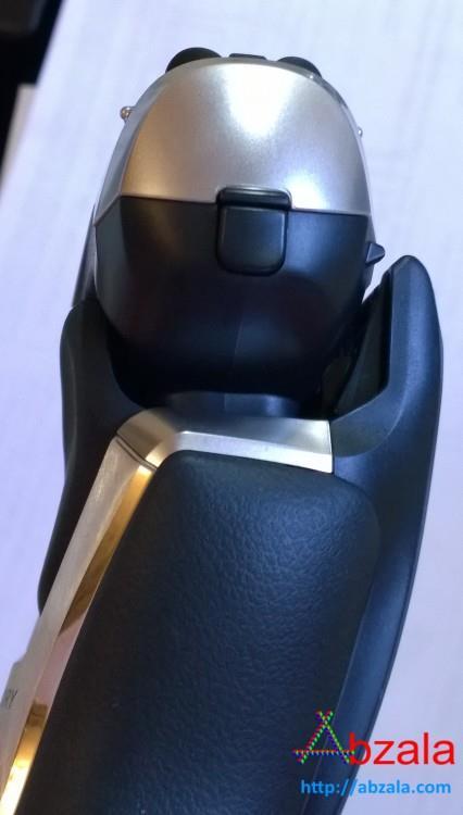 Бреющий блок бритвы подвижный - он имеет необходимую жесткость изгиба, чтобы не болтался при бритье