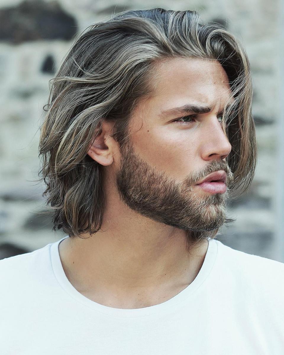 Стильный мужчина с бородой