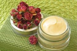 использование увлажняющего крема для профилактики прыщей