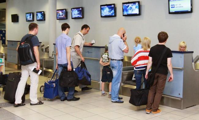 Весь багаж, перевозимый пассажиром, должен быть предъявлен при регистрации на рейс, что вызвано требованиями обеспечения безопасности полета.