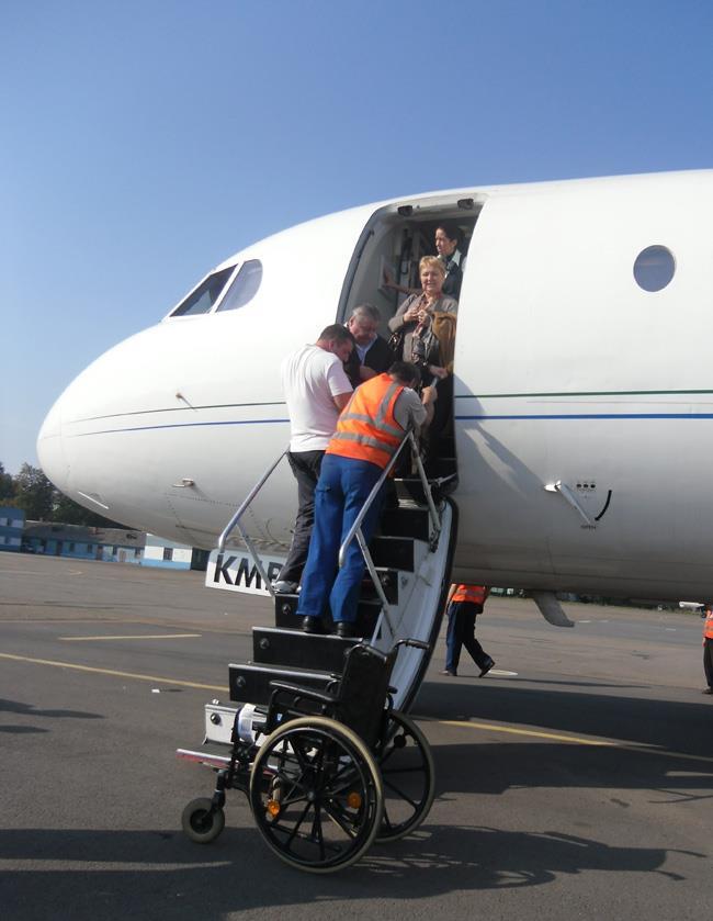 Инвалидная коляска провозится бесплатно
