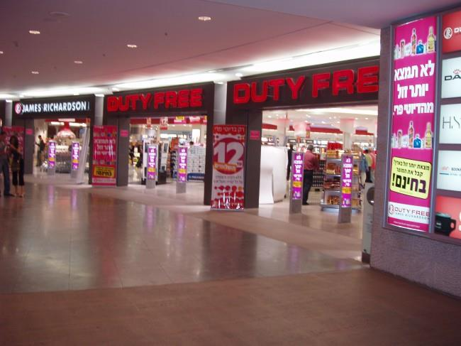 В зонах беспошлинной торговли можно совершить покупки и взять их с собой в салон самолета