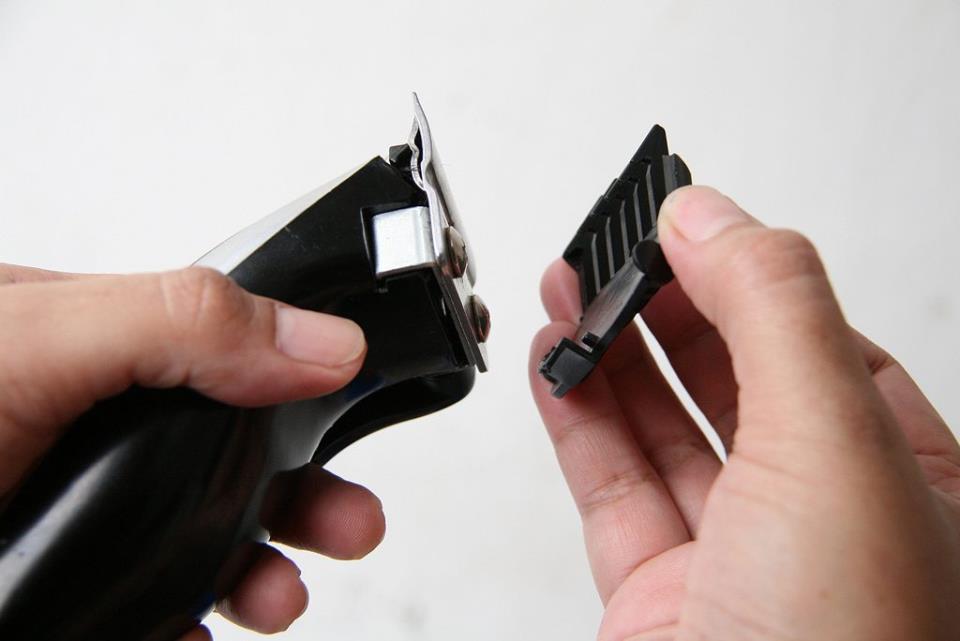 Как правильно применить токарный станок для заточки ножей на машинке для стрижки волос