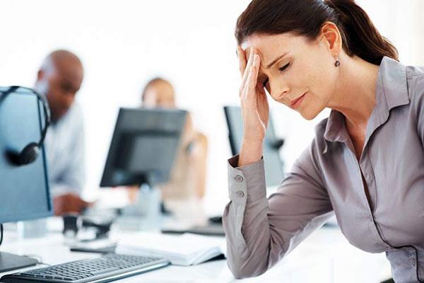 в результате стресса происходит усиление выработки секрета сальных желез