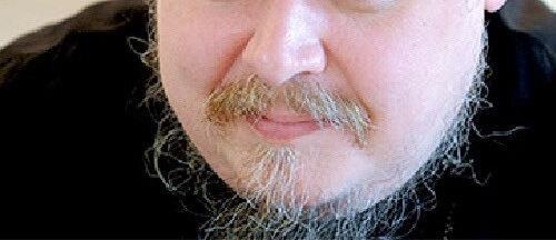 Негустые усы и борода