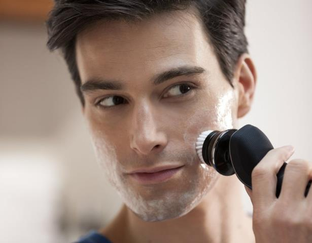 Насадка щетка для кожи лица расширяет возможности электробритвы Philips Norelco Shaver 9700