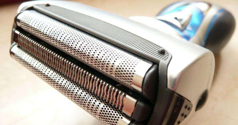 Использование электробритвы делает бритье комфортным и безопасным