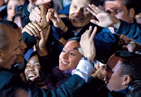 Барак Обама собирает толпы сторонников. Девяностотысячный митинг в Вирджинии в ночь накануне выборов